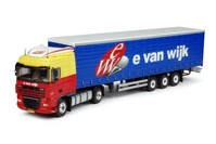 DAF XF105 Space Cab with curtainside semitrailer  Wijk, E. van  (арт.  63582)